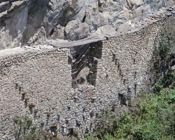 Die Inkabrücke in Machu Picchu